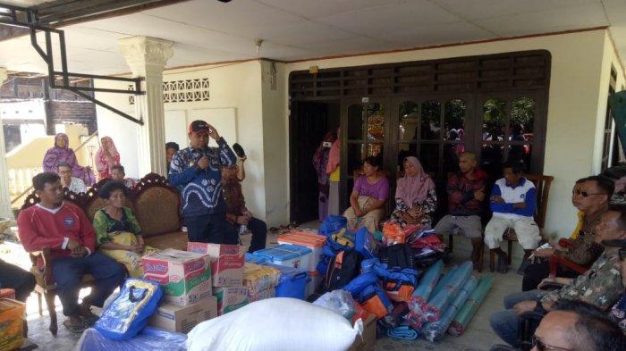 Wabup Enrekang Bawakan Sembako Warganya di Bangkala Maiwa