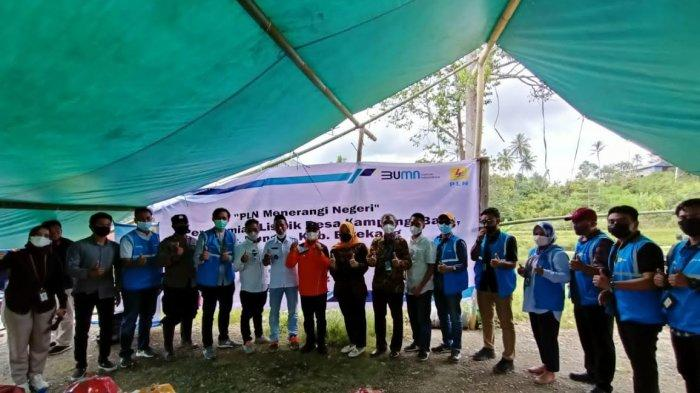 Bupati Enrekang Resmikan Jaringan Listrik di Kampung Baru Bungin