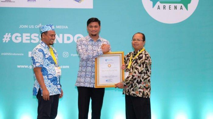 Bupati Gowa Terima Anugerah Pendidikan dari Ikatan Guru Indonesia