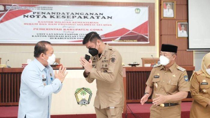 FOTO: Unit Layanan Paspor di Kabupaten Gowa Beroperasi November - bupati-gowa-adnan-purichta-ichsan-teken-mou-dengan-kemenkumham-sulsel-3.jpg
