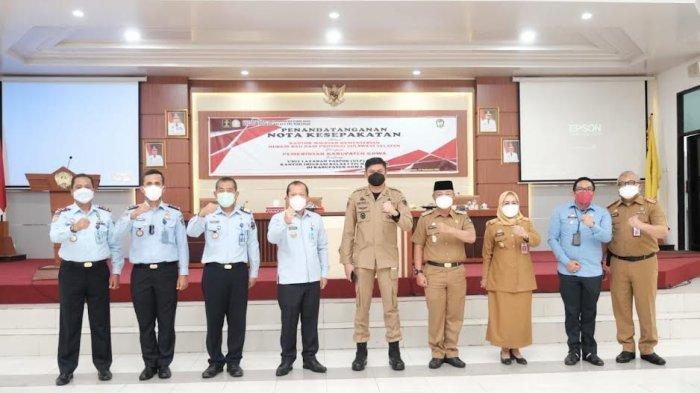 FOTO: Unit Layanan Paspor di Kabupaten Gowa Beroperasi November - bupati-gowa-adnan-purichta-ichsan-teken-mou-dengan-kemenkumham-sulsel-5.jpg