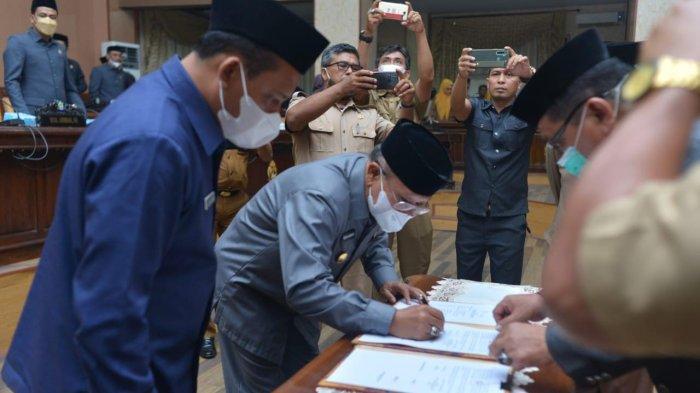 Bupati Iksan Iskandar Teken Perubahan KUA-PPAS di Hadapan Puluhan Anggota DPRD Jeneponto