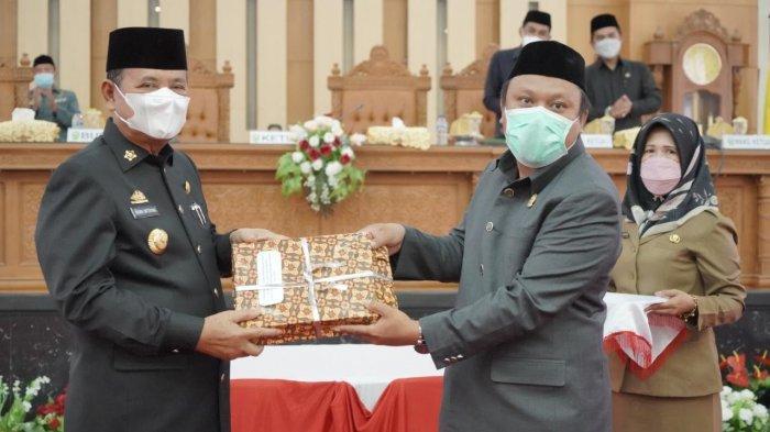 Bupati Luwu Serahkan Dua Ranperda ke DPRD