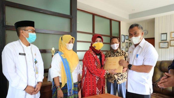Luwu Timur Serahkan Rp 129 Juta Bantu Korban Badai Seroja NTT