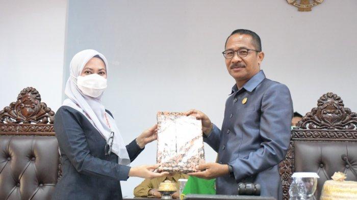 Bupati Luwu Utara Kutip Falsafah Bugis Saat Serahkan LKPJ 2020 ke DPRD
