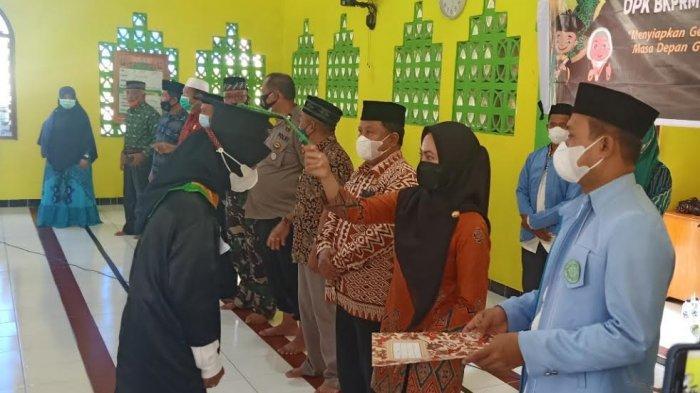 Bupati Indah Mewisuda 120 Santri TPA Binaan BKPRMI Kecamatan Mappedeceng