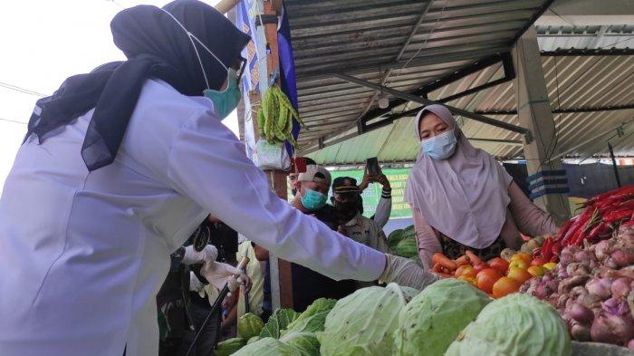 Pastikan Stok Pangan Aman Jelang Lebaran, Bupati Mamuju Cek Pasar Tradisional