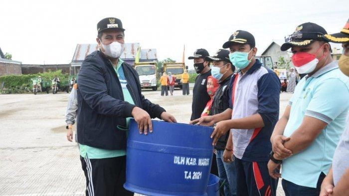 Peringati World Clean Up Day, Bupati dan Wabup Maros Turun Bersih-bersih Lingkungan