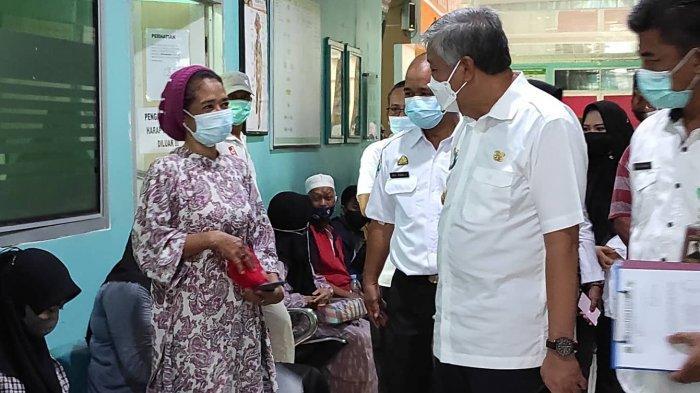Bupati Pinrang Sidak Poliklinik RSUD Lasinrang, Imbau Manajemen Urai Kepadatan Pasien