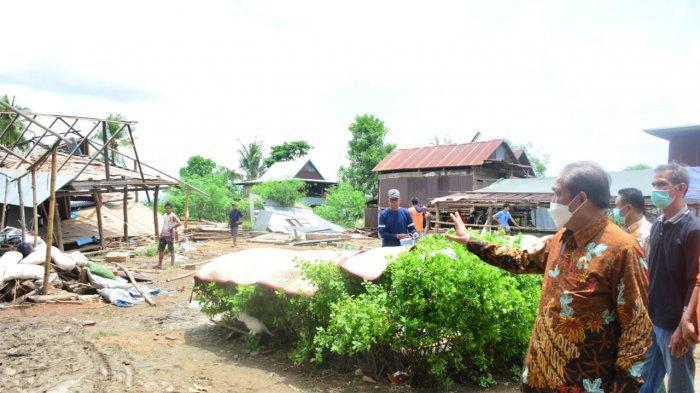Bupati Sidrap Kunjungi Korban Angin Kencang di Dua Pitue dan Pitu Riawa