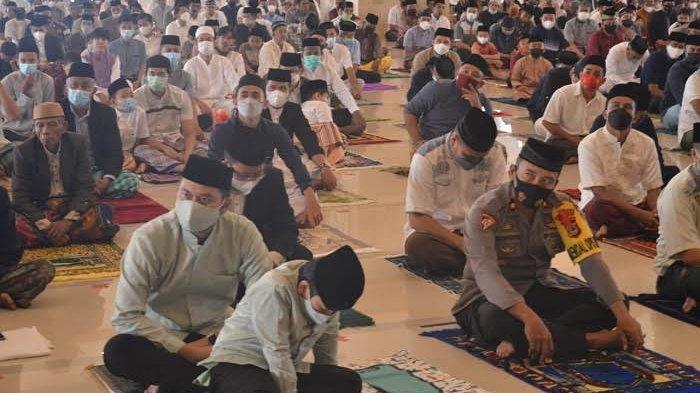Bupati dan Wakil Bupati Sinjai Kompak Salat Id di Islamic Center