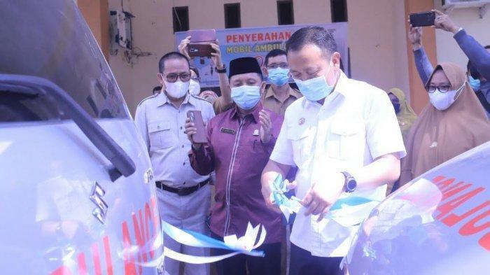 Tingkatkan Pelayanan, Bupati Takalar Serahkan 4 Mobil Ambulans ke Puskesmas