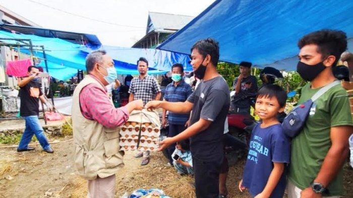 Tiba di Sulbar, Bupati Toraja Utara Langsung Serahkan Bantuan ke Korban Gempa