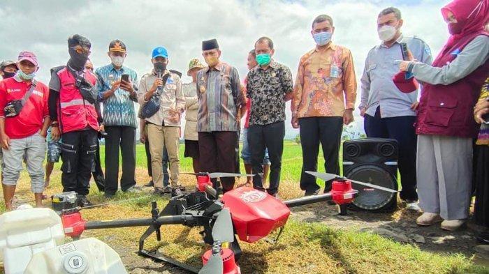 Petani Wajo Kini Gunakan Drone untuk Semprot Pupuk dan Pestisida