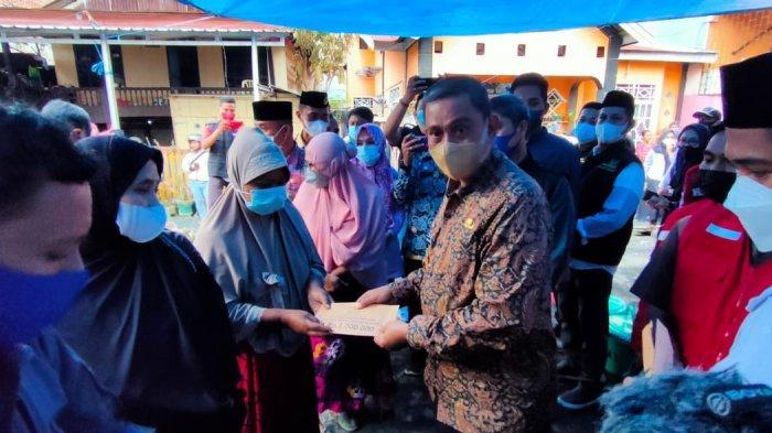 Pasca Kebakaran 9 Rumah di Sengkang, Bupati Wajo Beri Bantuan untuk Korban
