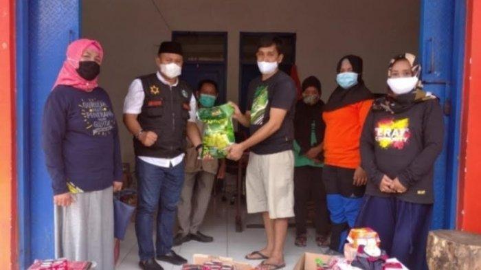 Camat Ujung Serahkan Bantuan untuk Pengungsi Gempa Sulbar di Parepare