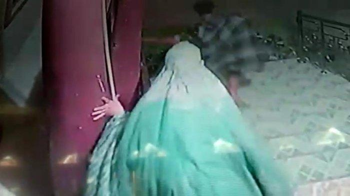 Pria di Wajo Terekam CCTV Lakukan Pelecehan Seksual di Masjid