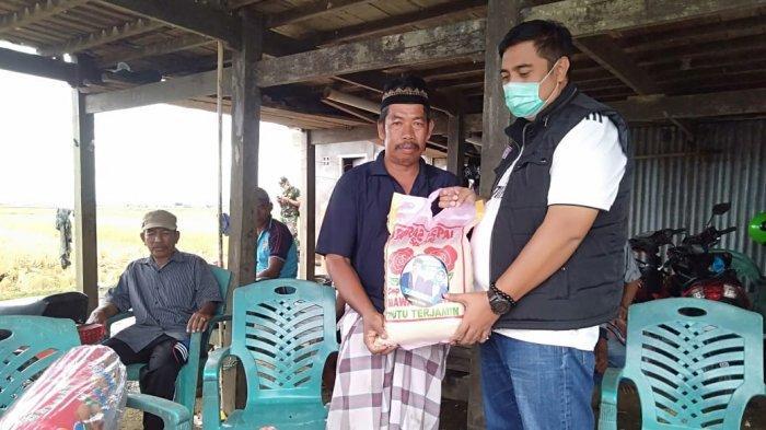 Chaidir Syam Salurkan Bantuan ke Korban Kebakaran di Tengah Empang Bontoa