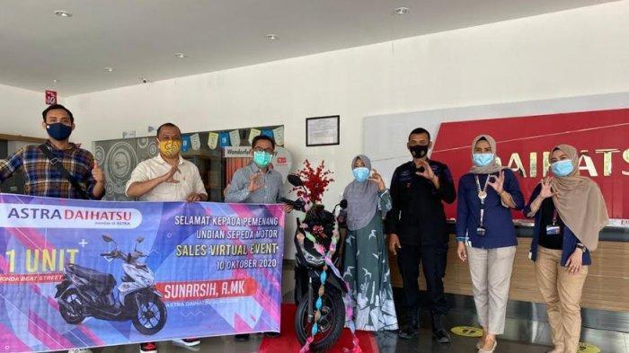 Beli Mobil di Sales Virtual Event, Costumer Astra Daihatsu Alauddin Menangkan 1 Unit Motor