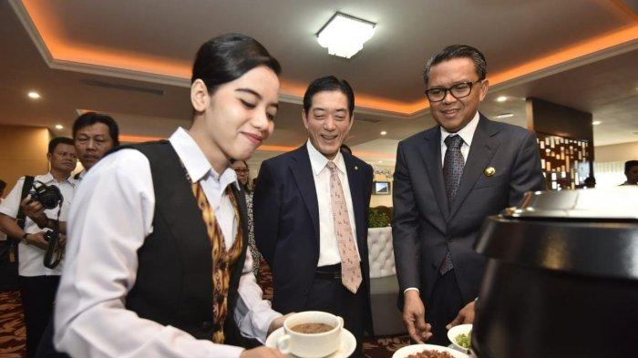 Gubernur Ehime Jepang Disuguhi Coto Makassar Di Kantor Gubernur Sulsel