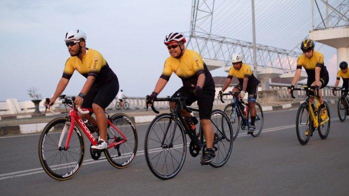 Makassar Cycling Club Salurkan Bantuan Dana untuk Tenaga Medis di RS Unhas