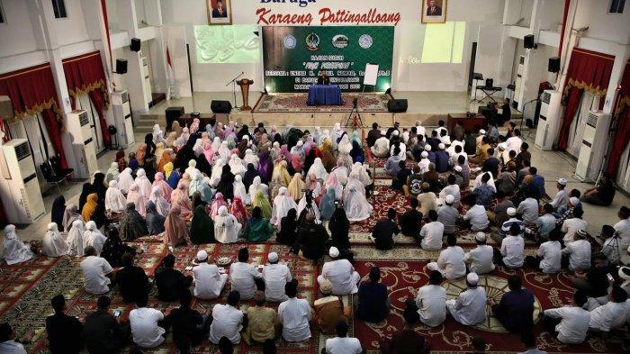 Dai sejuta viewer, Ustad Abdul Somad (UAS) memberikan tausiyah subuh di Baruga Karaeng Pattingalloang, Rujab Gubernur Sulsel, Selasa (10/2/20).