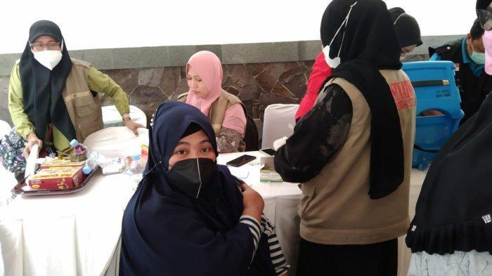 1.200 Warga Gowa Disuntik Vaksin di Rumah Darmawangsyah Muin, 250 Orang di Kantor Golkar Gowa