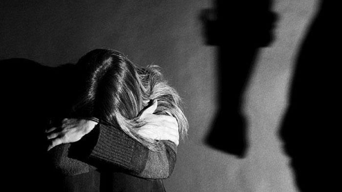 Detik-detik dan Kronologi Istri Histeris Tangkap Basah Suami Perkosa Anak Kandung
