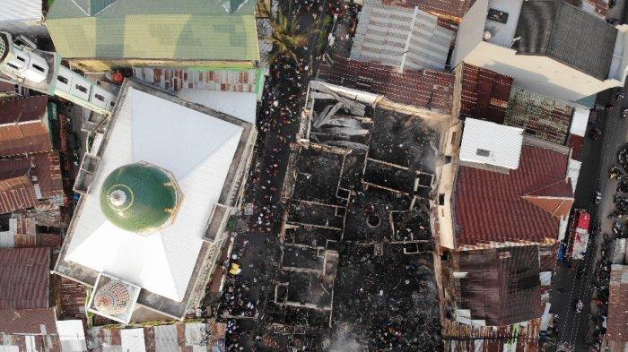 FOTO DRONE: Penampakan Pasar Karuwisi Makassar Saat dan Setelah Kebakaran - delapan-rumah-te78.jpg