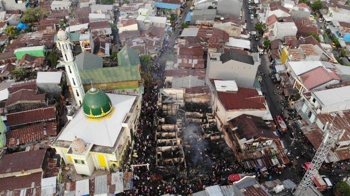 FOTO DRONE: Penampakan Pasar Karuwisi Makassar Saat dan Setelah Kebakaran - delapan-rumah-terba87.jpg