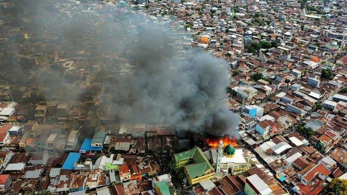 FOTO DRONE: Penampakan Pasar Karuwisi Makassar Saat dan Setelah Kebakaran - delapan-rumah-terbakar5.jpg
