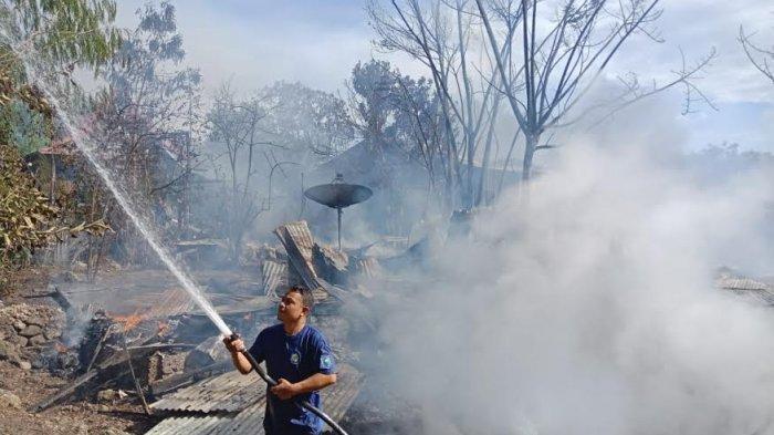 Lupa Matikan Kompor, Delapan Rumah Panggung di Borongtala Jeneponto Ludes Terbakar Api