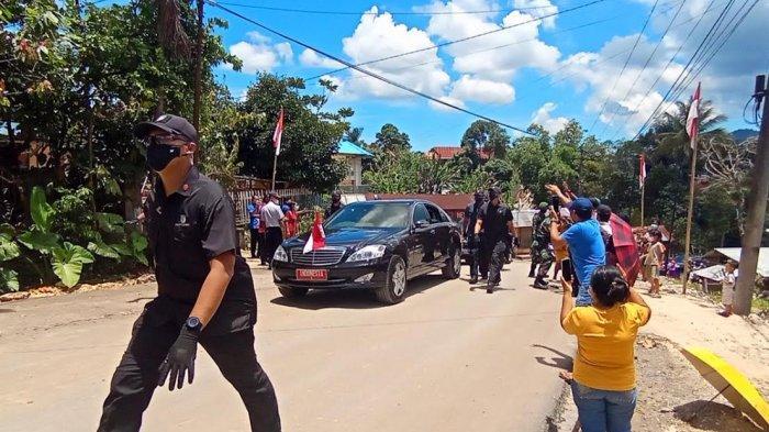 Senangnya Warga Toraja Dapat Baju dan Masker dari Jokowi