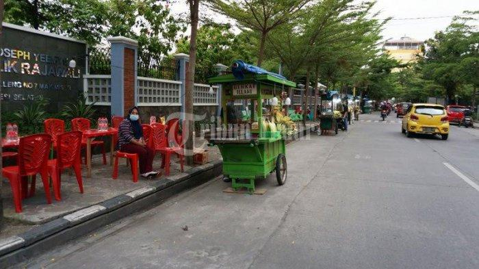 FOTO; Deretan Pedagang Pisang Epe di Jl Lamadukelleng Makassar - deretan-gerobak-pedagang-pisang-epe-yang-terletak-di-jl-lamadukelleng-makassar-2.jpg