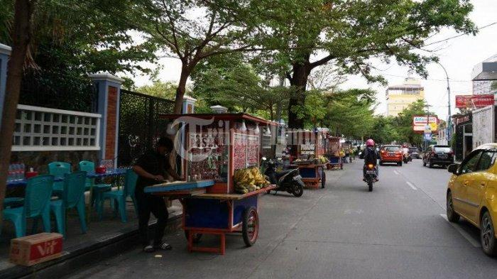 FOTO; Deretan Pedagang Pisang Epe di Jl Lamadukelleng Makassar - deretan-gerobak-pedagang-pisang-epe-yang-terletak-di-jl-lamadukelleng-makassar-3.jpg