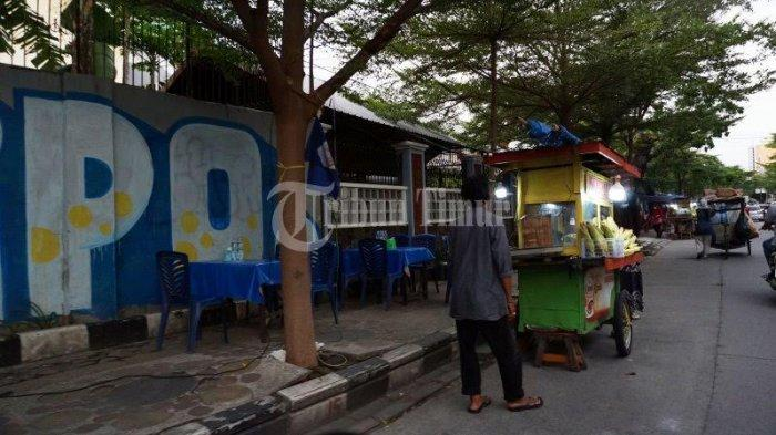 FOTO; Deretan Pedagang Pisang Epe di Jl Lamadukelleng Makassar - deretan-gerobak-pedagang-pisang-epe-yang-terletak-di-jl-lamadukelleng-makassar-4.jpg
