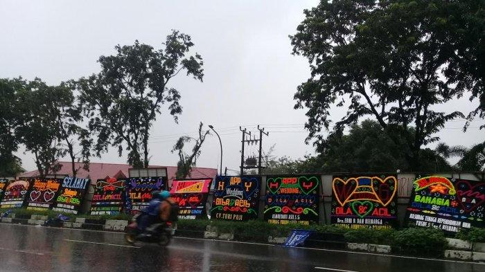 Putri Rektor UNM dan Putra Sekda Nikah, Karangan Bunga Berjejer di Jl Pettarani Makassar