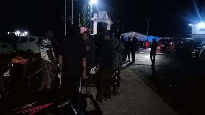 Warga Padati Dermaga Timampu, Pantau Pencarian Korban Hilang di Danau Towuti