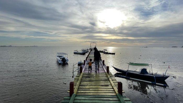 FOTO: Tarik Wisatawan, Dermaga Untia Kini Dihias Warna-warni - dermaga-untia-2.jpg