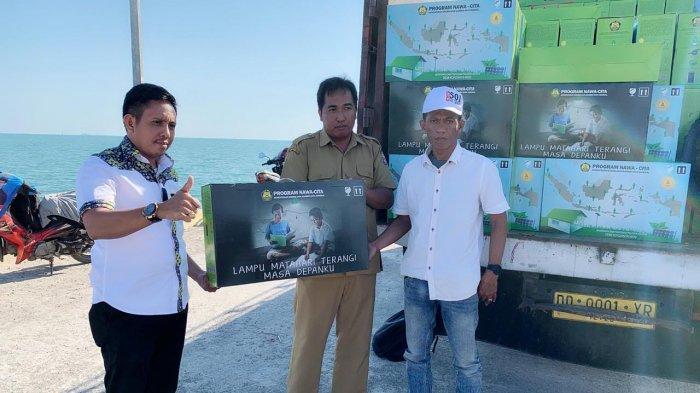 Desa Satanger Terima Bantuan 311 Lampu Tenaga Surya
