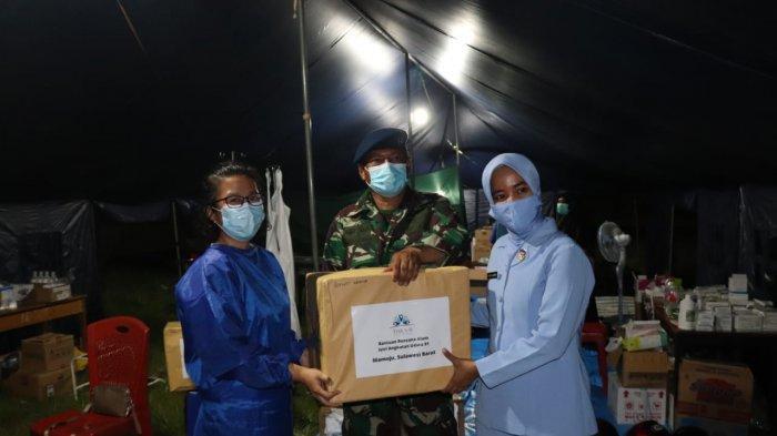 Istri Prajurit Angkatan Udara 91 Serahkan Dua Kontainer Selimut ke Korban Gempa Bumi Sulbar
