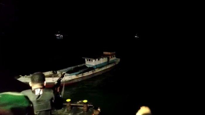 Detik-detik Menegangkan Polisi & Pencuri Batu Bara di Laut Pangkep, Pelaku Gagal Tabrak Kapal Aparat