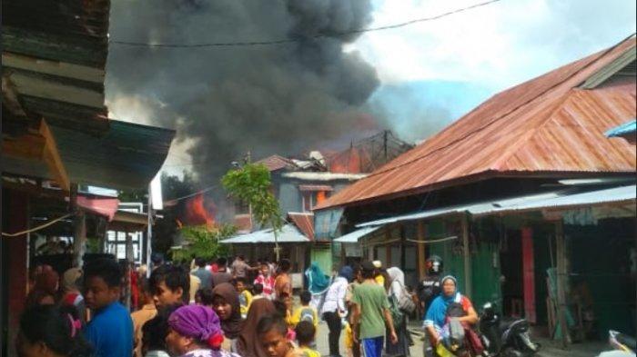BREAKING NEWS: Kebakaran di Kompleks Pasar Pamboang Majene