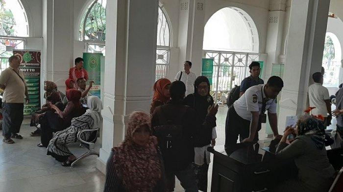 Sidang Putusan Abu Tours Siang Ini, Jamaah Mulai Padati Lobi PN Makassar