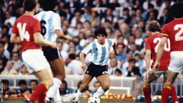 Diego Maradona saat tampil di pertandingan Timnas Argentina vs Belgia di event Piala Dunia 1990