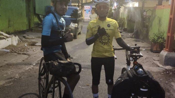 Dimas dari Komunitas Sepeda Lipat Gowa (Sligo) dan Ichwal Ramadhani dari Komunitas Mafixed.