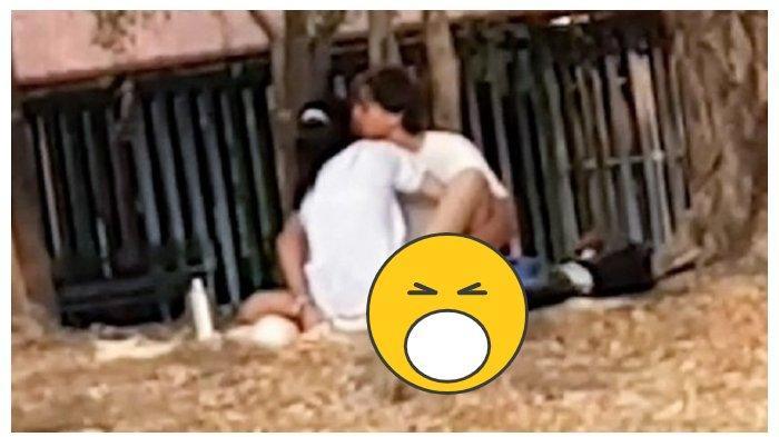 DIREKAM & VIRAL Pasangan Zina Berhubungan Badan Siang Bolong di Taman Terbuka, Ending Mengerikan