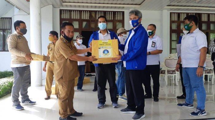 Peduli Korban Gempa, Kemenperin Serahkan 2 Truk Bantuan ke Bupati Majene