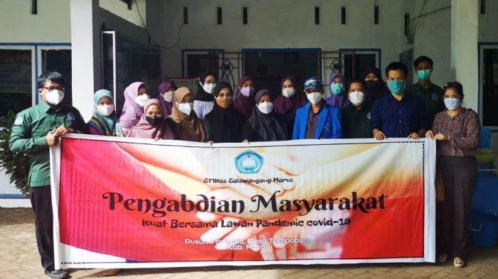 18 Civitas Akademika Stikes Salewangang Maros Beri Edukasi Kesehatan Terkait Covid ke Warga Tombolo