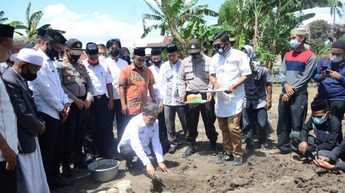 Bupati Sidrap Lakukan Peletakan Batu Pertama Pembangunan Masjid Al-Hasyimiyah Center